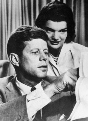 / John F. Kennedy z żoną /