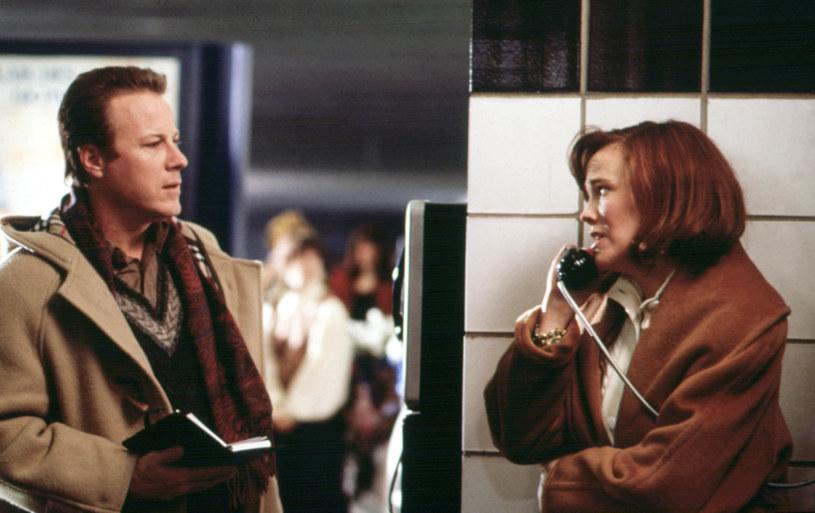 """John Heard i Catherine O'Hara w scenie z filmu """"Kevin sam w domu"""" /materiały prasowe"""