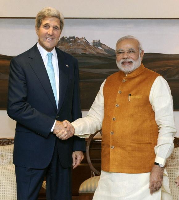 John Kerry i premier Indii Narendra Modi /PAP/EPA/INDIAN GOVERNMENT /PAP/EPA
