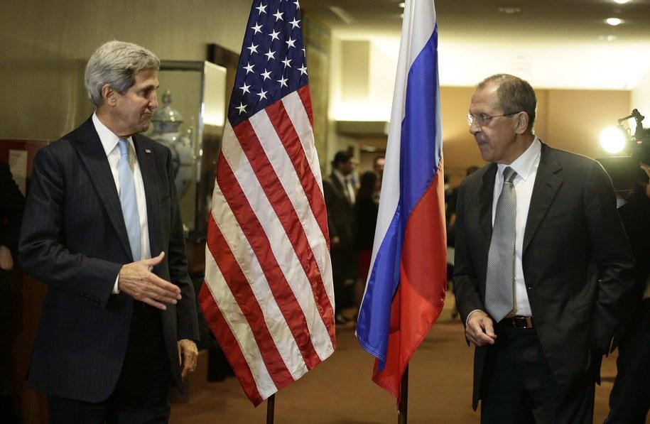 John Kerry i Siergiej Ławrow /JASON SZENES    /PAP/EPA