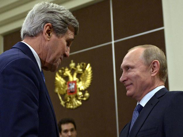John Kerry i Władimir Putin podczas spotkania w Soczi fot. Aleksei Nikolsky / RIA Novosti /AFP