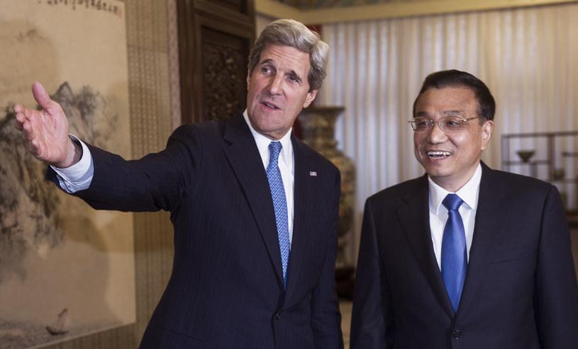 John Kerry (z lewej) i Li Keqiang /PAUL J. RICHARDS /AFP