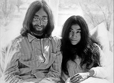 """John Lennon i Yoko Ono podczas """"łóżkowego protestu"""" w Amsterdamie /arch. AFP"""