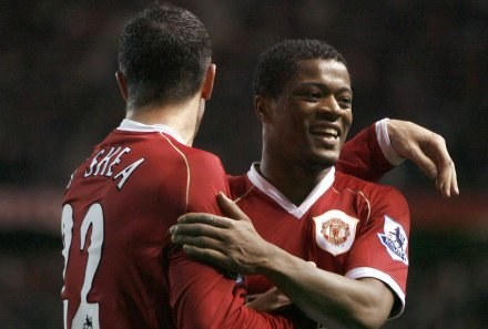 John O'Shea i Patrice Evra zdobyli po bramce dla Manchesteru United /AFP