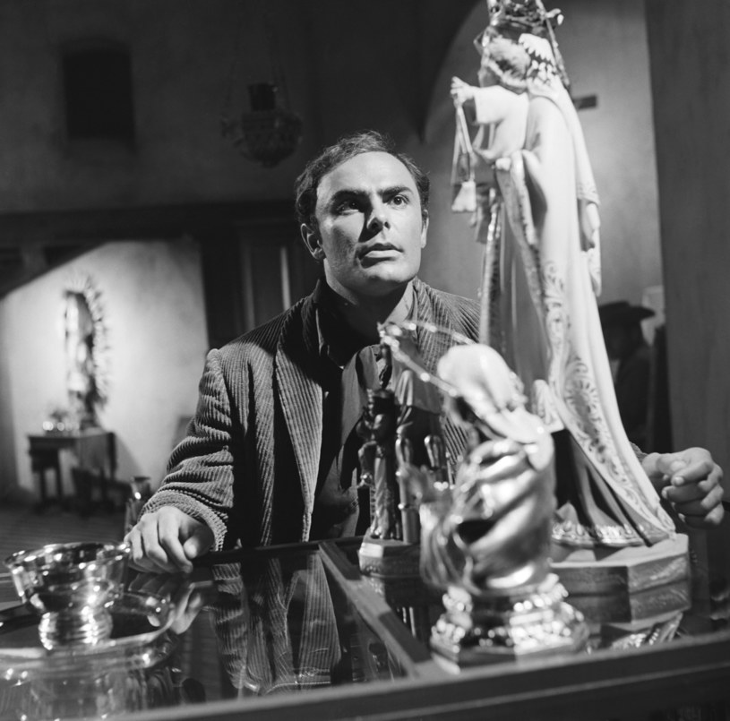 """John Saxon w filmie """"Winchester 73"""" /NBCU Photo Bank/NBCUniversal /Getty Images"""