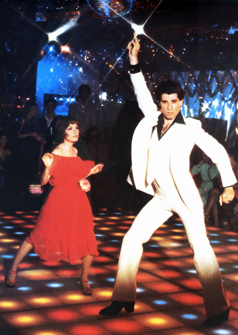 """John Travolta i Karen Lynn Gorney w filmie """"Gorączka sobotniej nocy"""" (1977) /East News"""