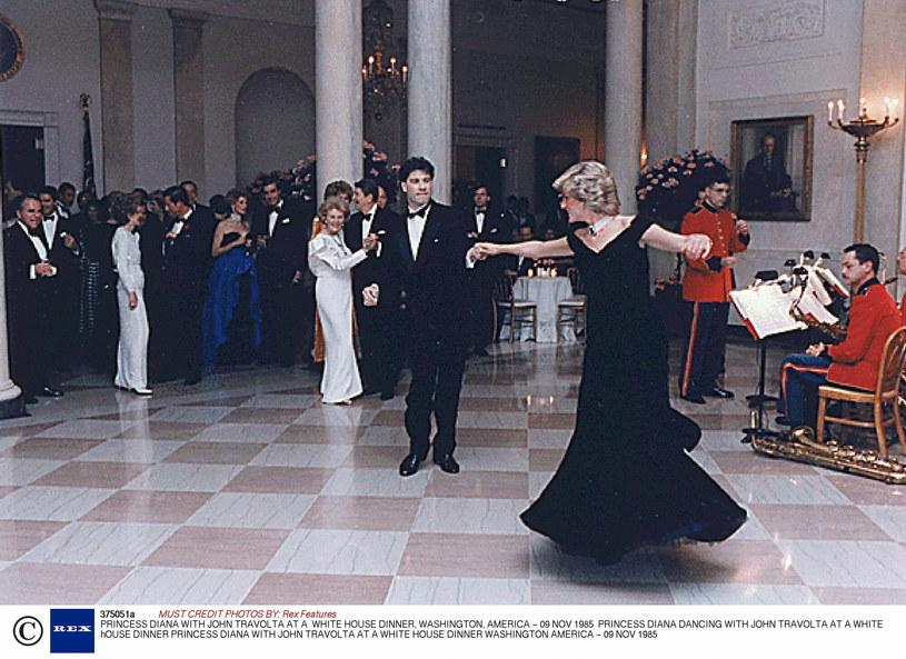 John Travolta porwał Dianę do tańca - to zdjęcie obiegło cały świat /Rex Features /East News