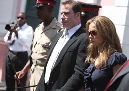 John Travolta z żoną Kelly Preston w drodze na rozprawę /Splashnews