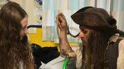 Johnny Depp jako Jack Sparrow wśród chorych dzieci