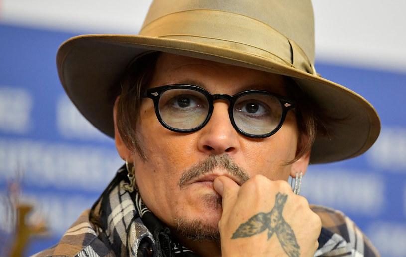 Johnny Depp uchodzi za buntownika. Niewielu wie, że pomaga chorym dzieciom /TOBIAS SCHWARZ / AFP /East News