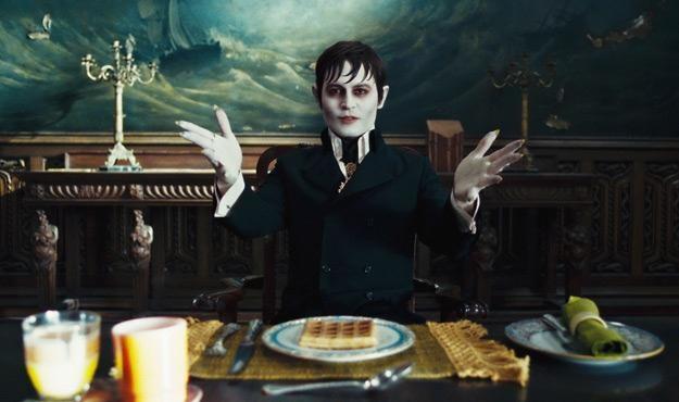 """Johnny Depp w filmie """"Mroczne cienie"""" /materiały dystrybutora"""