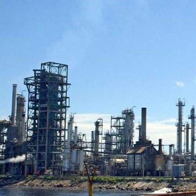 Joint-venture Kulczyka i Tamoilu jest pierwszym kandydatem, który wniesie do transakcji złoża ropy /AFP