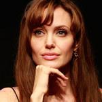 Jolie apeluje o pomoc