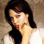 Jolie: Hakerka, złodziejka, wariatka