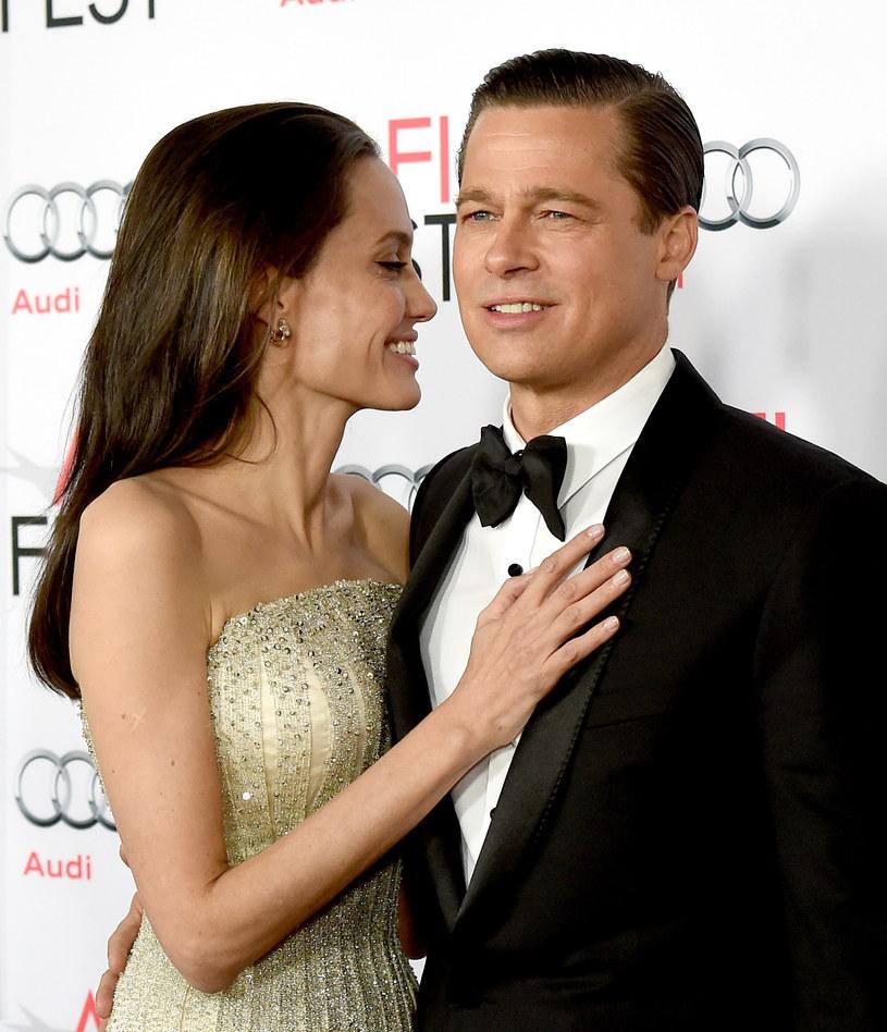 Jolie i Pitt rozstali się w zeszłym roku /Kevin Winter /Getty Images