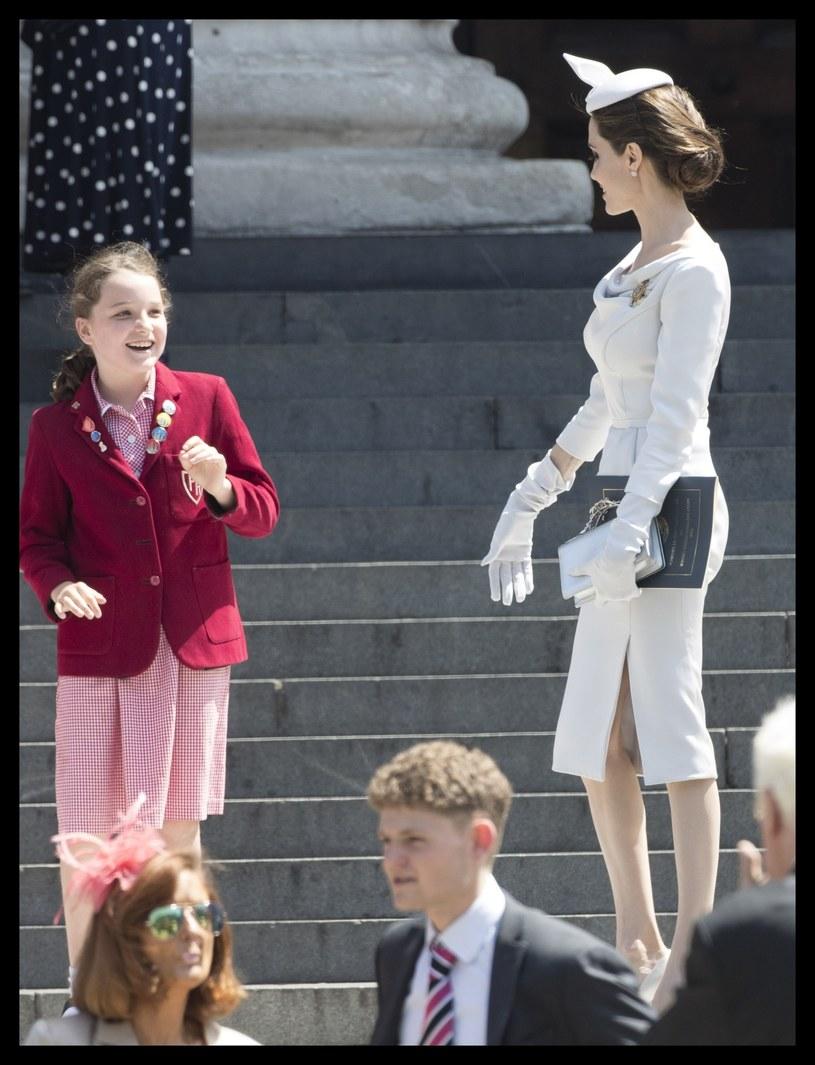 Jolie jest przerażająco chuda! Nawet ubrania już tego nie są w stanie ukryć! /Stephen Lock / i-Images /East News