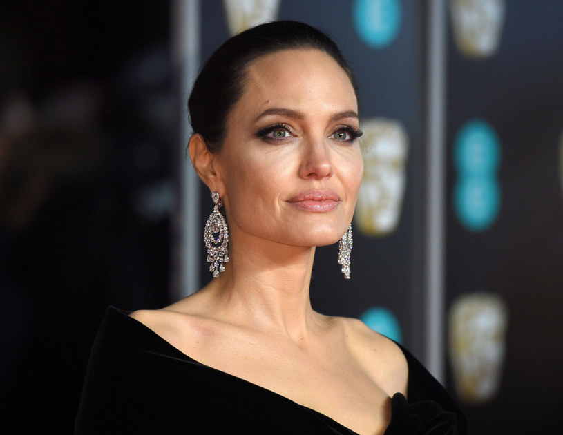 Jolie od lat inspiruje fanów swoim stylem życia. /East News