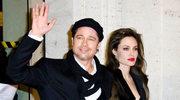 Jolie podaruje Pittowi obrączkę
