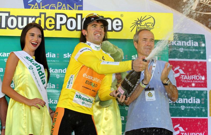 Jon Izagirre w żółtej koszulce lidera /Grzegorz Momot /PAP
