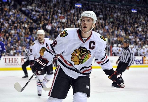 Jonathan Toews z Chicago Blackhawks /AFP