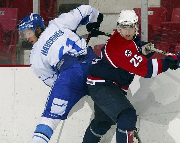 Joni Haverinen (z lewej) grał w młodzieżowych reprezentacjach Finlandii /AFP