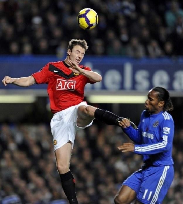 Jonny Evans ma sporo propozycji transferowych, ale Man Utd chce go zatrzymać /AFP