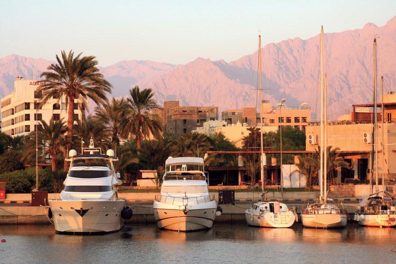 Jordania Port w Akabie o zachodzie słońca /Twój Styl