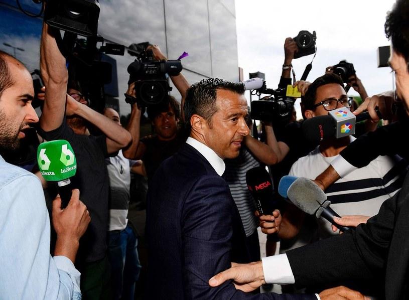 Jorge Mendes w rozmowie z dziennikarzami /AFP