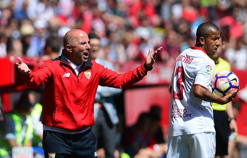 Jorge Sampaoli (z lewej) podczas meczu Sevilli ze Sportingiem Gijon /AFP