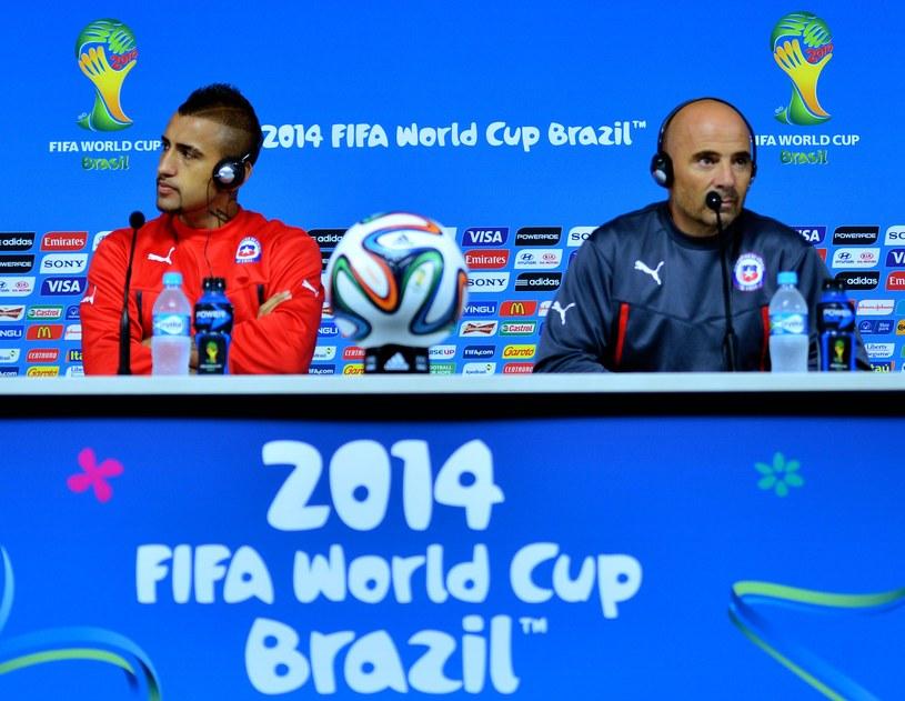 Jorge Sampaoli (z prawej) i Arturo Vidal /AFP