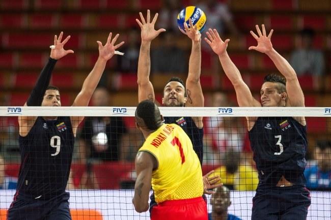 Jose Carrasco (L), Fredy Ramon Marquez Cedeno (C) i Fernando Gonzalez (P) w bloku Wenezueli /Maciej Kulczyński /PAP