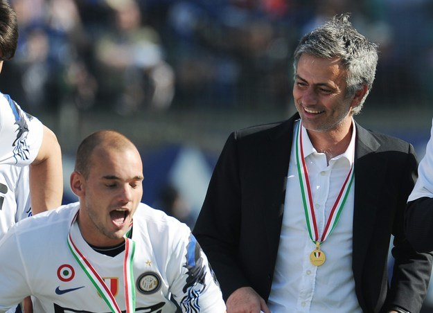 Jose Mourinho chciałby wzmocnić drugą linię Chelsea Wesleyem Sneijderem /AFP