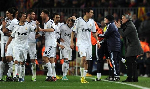 Jose Mourinho i jego drużyna. Jaką zobaczymy w sobotę? /AFP