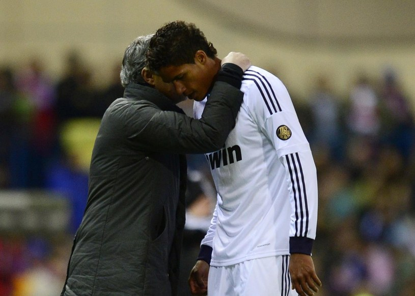 Jose Mourinho i Raphael Varane /AFP