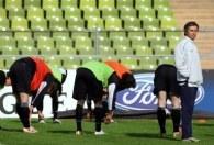 Jose Mourinho na treningu przed wtorkowym meczem /AFP