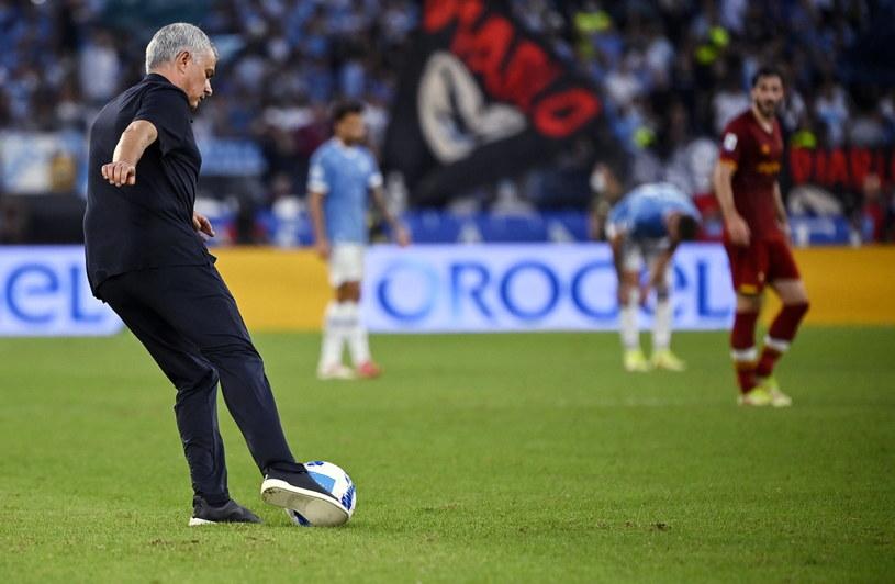 Jose Mourinho najchętniej sam wszedłby na boisko, żeby pomóc swoim piłkarzom wygrać mecz /RICCARDO ANTIMIANI /PAP/EPA