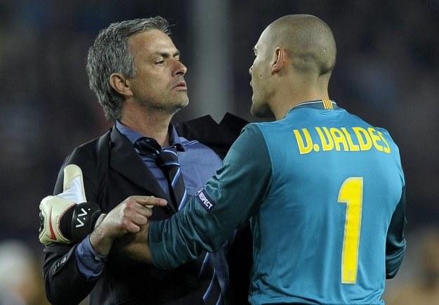 Jose Mourinho w sprzeczce z Victorem Valdesem /AFP