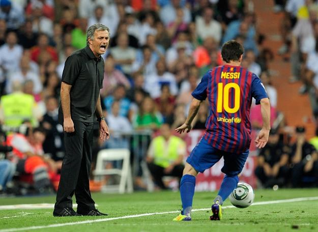 Jose Mourinho (z lewej) i Lionel Messi. /AFP