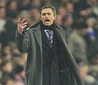 Jose Mourinho został oskarżony za zachowanie niegodne menedżera /AFP