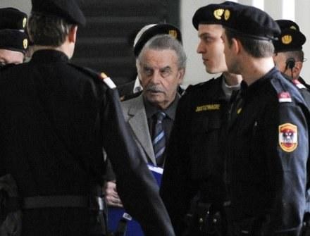Josef Fritzl przyznał się do stawianych mu zarzutów /AFP