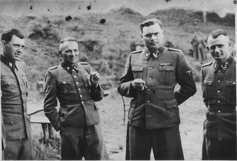 Josef Mengele pierwszy z lewej /United States Holocaust Memorial
