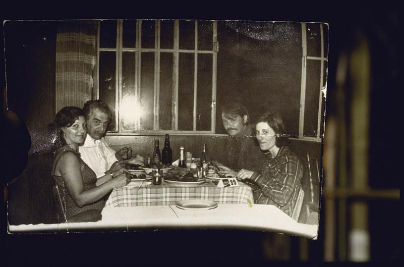 Josef Mengele ze znajomymi /Getty Images