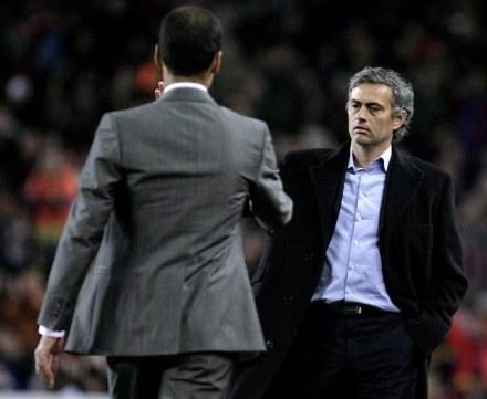 Josep Guardiola i Jose Mourinho mogą odetchnąć z ulgą /AFP