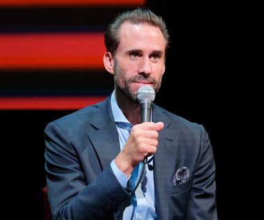 """Joseph Fiennes: Z """"Opowieści podręcznej"""" do Egiptu"""