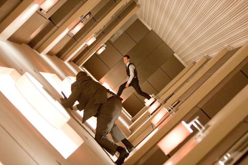 """Joseph Gordon-Levitt w najbardziej widowiskowej scenie z """"Incepcji"""" /Album Online /East News"""
