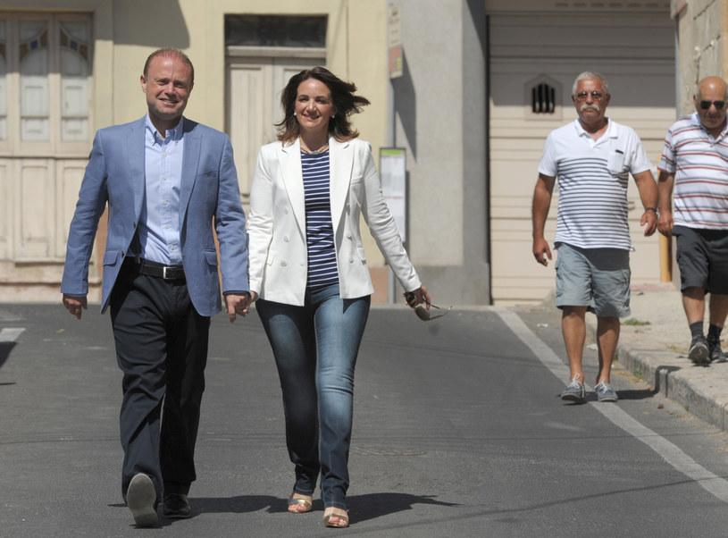Joseph Muscat z żoną /AFP