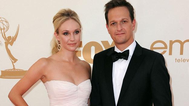 Josh Charles i Sophie Flack złożyli sobie uroczystą przysięgę małżeńską! /Getty Images