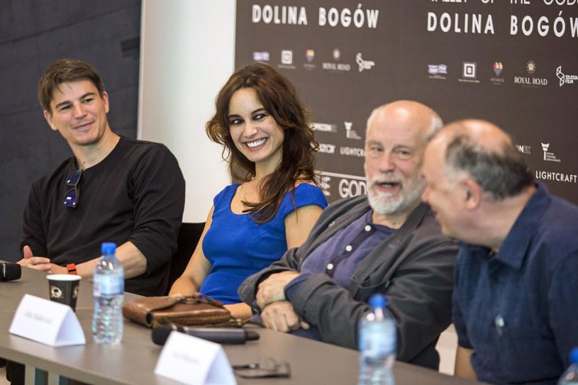 """Josh Hartnett, Bérénice Marlohe i John Malkovich na konferencji prasowej dotyczącej filmu """"Dolina Bogów"""" /AKPA"""