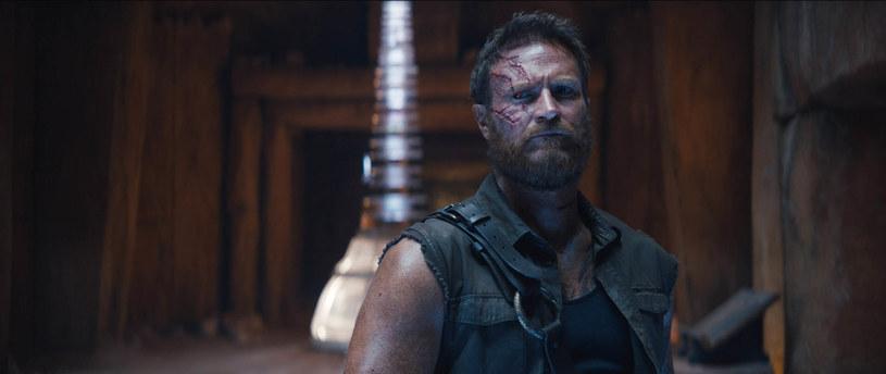 "Josh Lawson w filmie ""Mortal Kombat"" /Warner Bros / Planet /Agencja FORUM"