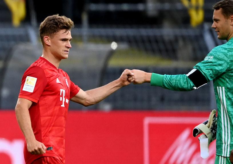 Joshua Kimmich przyjmuje gratulacje od Manuela Neuera /AFP